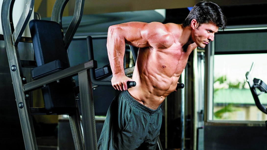 Training of arms and shoulders